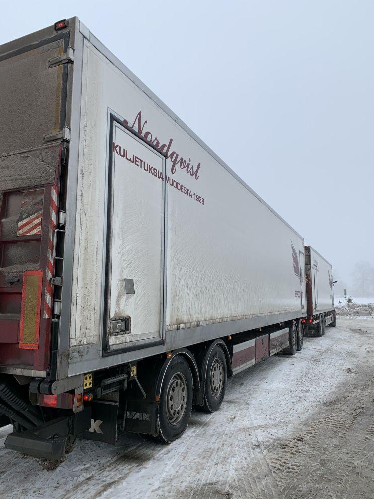 Nordqvist yhdistelmä takaa - Movalube autossa ja kärryssä